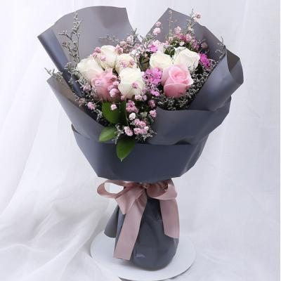 Hello女神-7支白玫瑰+2支粉玫瑰