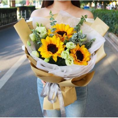 灿烂的笑容-3朵向日葵搭配桔梗尤加利