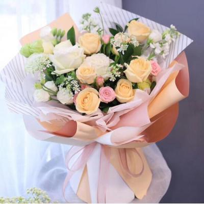 真心相爱/9朵香槟玫瑰2只白玫瑰,搭配桔梗