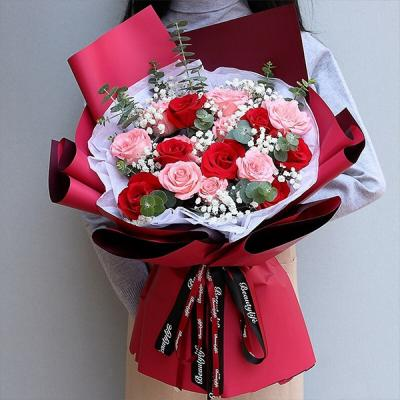 真的爱你- 7朵红玫瑰,9朵戴安娜粉玫瑰,白色满天星丰满间插